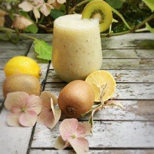 Coconut milk with banana, kiwi and lemons