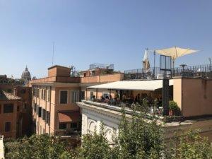 Ein Blick über die Spanische Treppe in Rom
